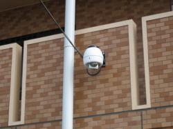 マンション2階外壁にカメラ設置
